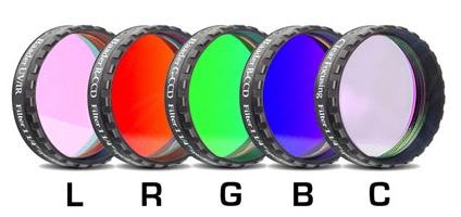 """Set di filtri LRGBC parafocali da 1¼"""" (31.8mm) per CCD, spessore 2mm. Rosso (R), Verde (G), Blu (B), Luminanza (L, filtro IR-UV-cut) e Clear (C, filtro protettivo), con celle a basso profilo"""