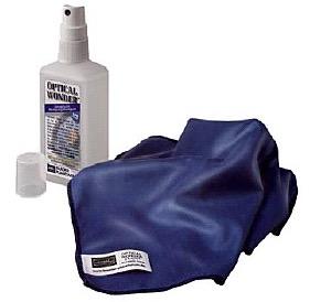 Kit per la Pulizia delle Ottiche, comprende uno spray da 100 ml e un panno in microfibra di 25x25 cm