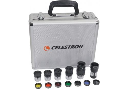 Il kit oculari e filtri diametro 31.8mm comprende: 5 oculari Plossl 52° di campo a 4- elementi (focali: 6 - 8 - 13 - 17 - 32 mm), lente di Barlow 2x, 7 filtri ( lunare, Wratten 12, 21, 25, 56, 58A, 80A) e una valigetta in alluminio.