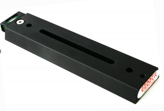 Barra a coda di rondine Vixen 170mm con asola e bolla di livello di colore nero