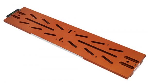 Slitta coda di rondine tipo Losmandy 481 mm con asole e bolla di livello di colore arancione