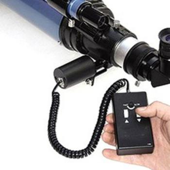 Motore di messa a fuoco con pulsantiera per tutti i telescopi Rifrattori o Newton dotati di focheggiatori a cremagliera o Crayford.