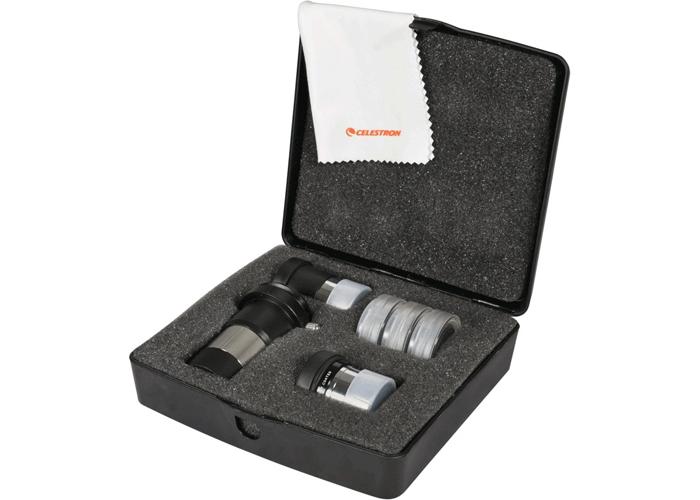 Il kit oculari e filtri diametro 31.8mm comprende: 2 oculari Kellner 15mm e Plossl 6mm, lente di Barlow 2x con raccordo foto T2 per reflex, 2 filtri Wratten 80A e 25, filtro lunare, un panno in microfibra e una valigetta in plastica che contiene l'intero kit.