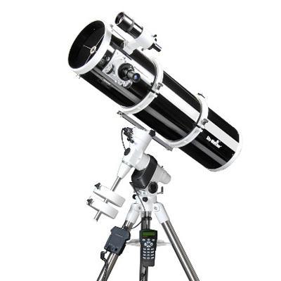 Telescopio Sky Watcher serie Explorer riflettore Newton 200/1000 su montatura equatoriale EQ5 Synscan